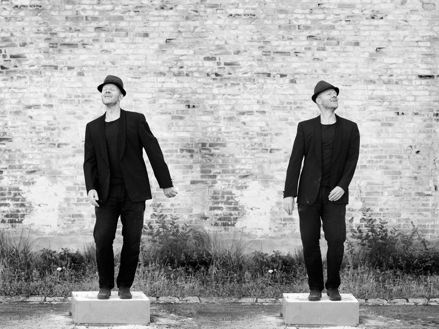 Suit, Hat & Flour Session - Photographer: Lena Paaske
